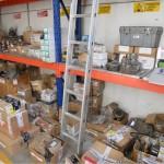 Alcuni scaffali del magazzino multimarca Costelmec Service